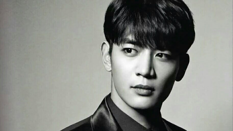 minho shinee black and white