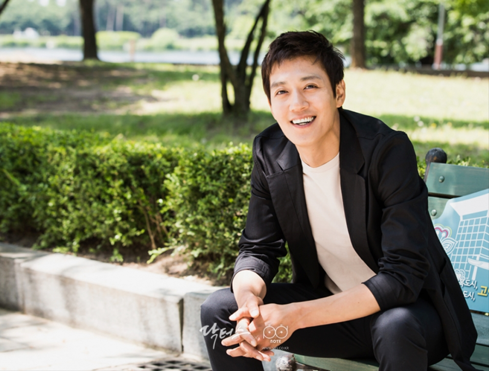 About Kim Rae-won: Profile, Wife, Family, Movies, TV Shows, Plastic