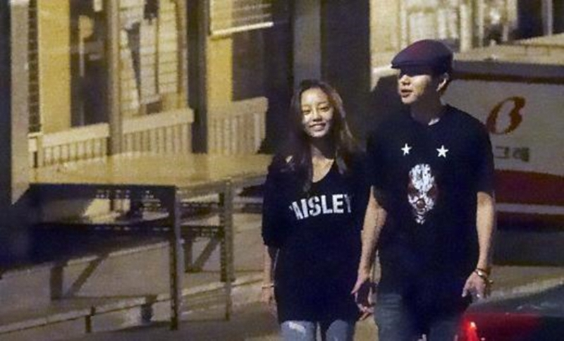 Hara and Jun-hyung in public