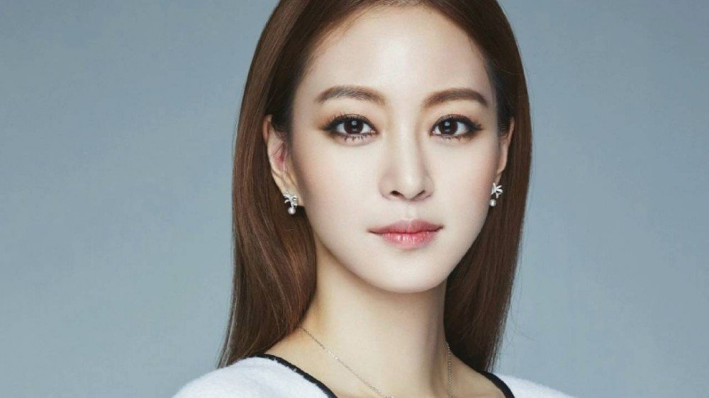 Surgery Gone Wrong! Han Ye Seul Exposes It On SNS!   Daily