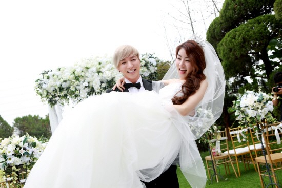 Leeteuk and Kang So-ra's Wedding Photo