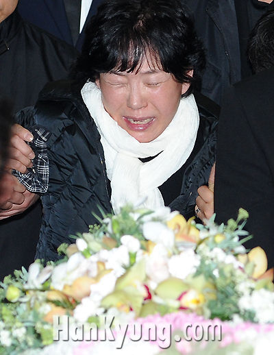 Choi Jin-young Mother at Choi Jin-young Funeral