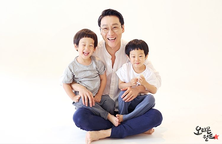 Lee Hwi-jae and Twins