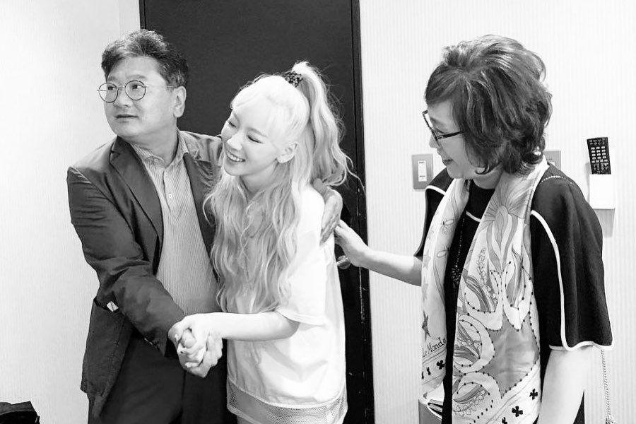 snsd's taeyeon and her parents