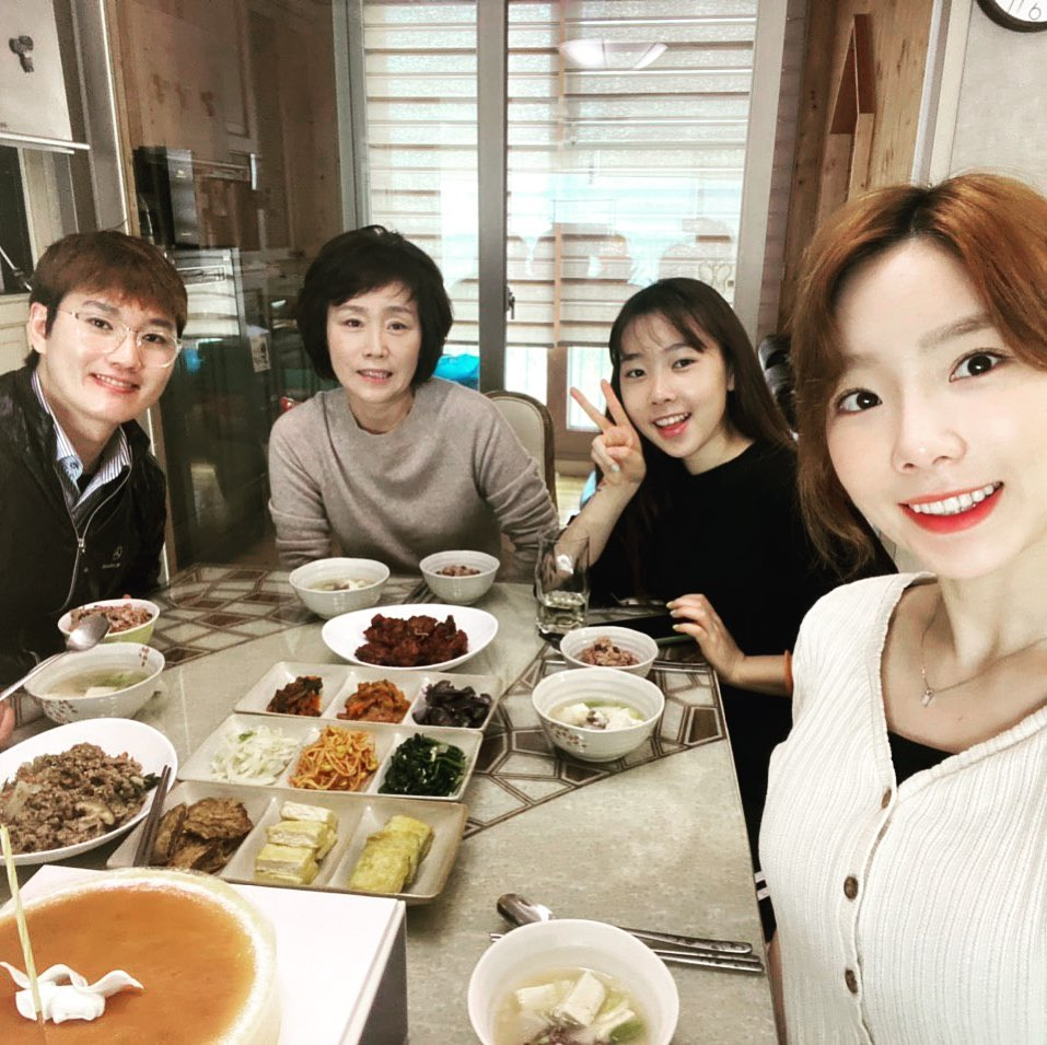 snsd's taeyeon and her family